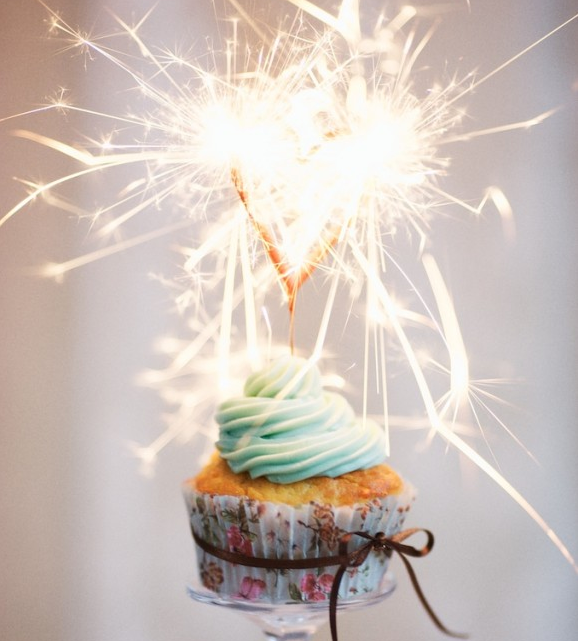 cupcake-sparkler-celebrate-Bridal-Musings